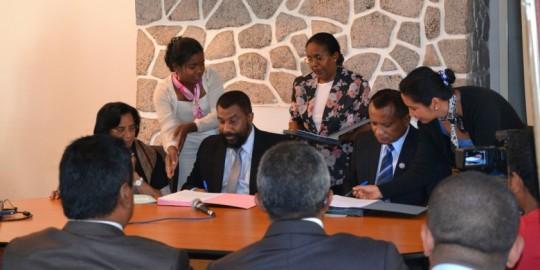 Echanges de signature entre les trois parties concernées