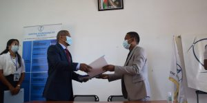 Passation de service entre le Directeur sortant, Monsieur Mamitiana RAJAONARISON et le Directeur par intérim, Monsieur Hery RAKOTO ANDRIAMPARANY de la Direction Territoriale du BIANCO à Toliara.